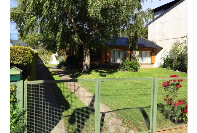 C105- Casa frente al Lago Lacar. IDEAL EMPRENDIMIENTO o RESIDENCIAL