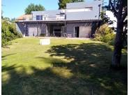 NQN012 - Casa en Villa Lago Mari Menuco-  186 m2. en Terreno de 360 m2.