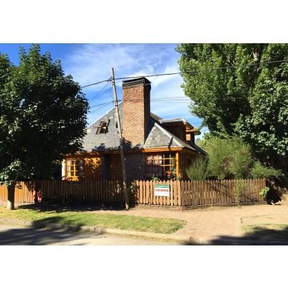 C080 Casa en excelente esquina céntrica a 1 cuadra del lago ,Ideal emprendimiento
