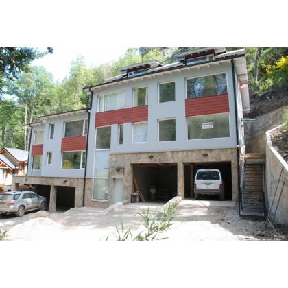 D050 Departamento de 3 dormitorios en triplex con cochera cubierta y patio/deck.121m2