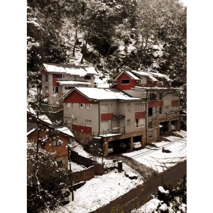 D050 Departamento 3 dormitorios en triplex con cochera cubierta y patio/deck.121m2 propios