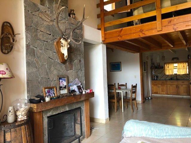 C130 Excelente casa de 4 dormitorios en Barrio Bickel