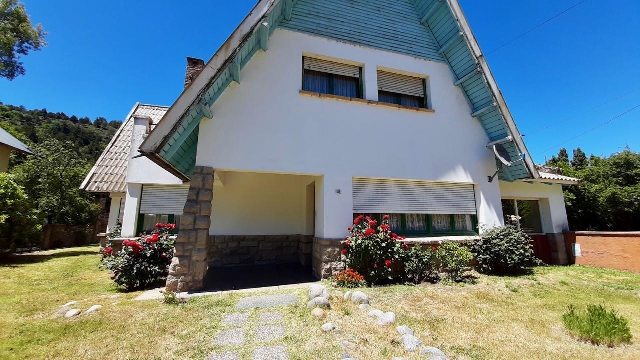 C171 - Casa zona centro - estilo Alpina de 310 m2 en lote de 700m2